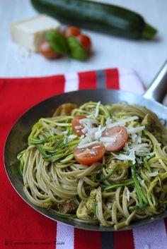 Experimente aus meiner Küche: Zucchini-Nudel-Pfanne mit Kürbiskern-Basilikum-Pesto #pestostorm