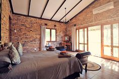 Rooms at Masodini Lodge in Balule | Where to find the big 5 - The Ultimate Guide to Wildlife Safari in South Africa | via @Just1WayTicket | Photo © Sabrina Iovino