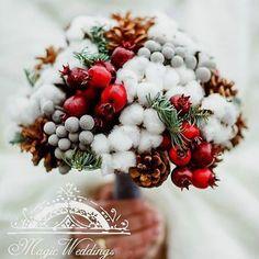 Vintage Wedding Flowers Winter Brides 35 New Ideas Christmas Flowers, Christmas Wreaths, Christmas Decorations, Winter Wedding Decorations, Winter Wedding Flowers, Vintage Wedding Flowers, Floral Wedding, Christmas Floral Arrangements, Flower Arrangements