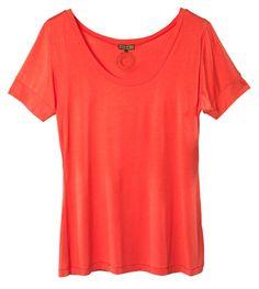 """Ce T-shirt d'un qualité exceptionnelle est une """"deuxième peau"""" . Une touche de couleur indispensable pour réveiller votre dressing."""