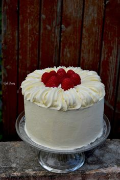 Layer Cake Vanille Framboise - Cake Beauty - Let's Cake Fruit Birthday Cake, Fruit Wedding Cake, Gentilly Cake Recipe, Raspberry Cake Filling, Nake Cake, Fruit Cake Design, Easy Vanilla Cake Recipe, Chocolate Raspberry Cake, Cake Chocolate