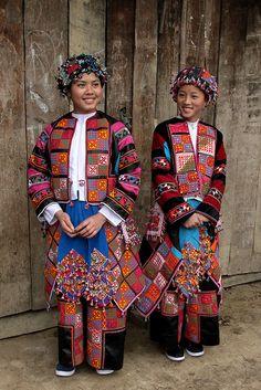 Costume of Vietnamese minority  Learn Vietnamese. Enjoy Vietnamese life. vongvongvietnam.wix.com/learnvietnamese