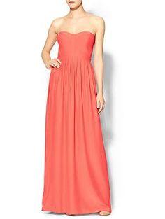 OPCIO #1 maxi dress  Aquest vestit de seda te una caiguda molt maca i un color espectacular.  Per fer-lo mes espectacular em compraria un collaret gran.  Cabell recollit amb un mono baix.
