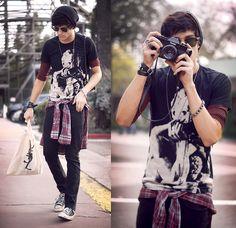 Knotts & burgundy (by Adam Gallagher) Hipster Fashion, Punk Fashion, Grunge Fashion, Teenage Boy Fashion, Estilo Indie, Grunge Boy, Grunge Style, Boy Outfits, Fashion Outfits