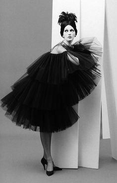 Dovima by Richard Avedon, Paris, August 1958  | lelaid
