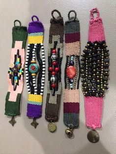 Weaving and beads Pin Weaving, Weaving Art, Tapestry Weaving, Loom Weaving, Fiber Art Jewelry, Textile Jewelry, Fabric Jewelry, Textile Art, Jewelry Crafts