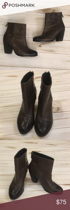 Women's dark brown size 8 Vince Camuto Booties 😍 Love love love!!! So perfect!! So trendy!! You don't want to pass these up!! Booties are SO in! Pair with leggings, skinnies, or skirts!! The sky is the limit with what you can do with these! In good condition!! Size 8 😍❤️🖤💋 Vince Camuto Shoes Ankle Boots & Booties
