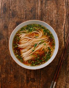 "Yang Chun Noodle Soup (阳春面, yang chun mian), aka, ""Plain Noodle Soup,"" is a dish that I've wanted to share forever. It's deceptively simple and delicious. Asia Food, Wok Of Life, Asian Recipes, Ethnic Recipes, Hawaiian Recipes, Asian Desserts, Chinese Recipes, Woks, Rice Noodles"