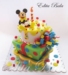 Mickey mouse cake :) Pastel Mickey, Mickey And Minnie Cake, Mickey Cakes, Minnie Mouse Cake, Mickey Birthday, Birthday Cakes, Novelty Cakes, Cute Cakes, Themed Cakes