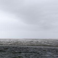 Marie Ruprecht lebt und arbeitet in Aschach an der Donau. Sie studierte Experimentelle Visuelle Gestaltung am Institut für Bildende Kunst und Kulturwissenschaften an der Universität für künstlerische und industrielle Gestaltung Linz  © Marie Ruprecht 2016 www.marieruprecht.at #marieruprecht #contemporaryart #zeitgenössischekunst #fotografie #ContemporaryArt #Art #photography #serie #jagenundsammeln # esgrauetschonderkühlemorgen Fine Art Prints, Original Art, Beach, Water, Outdoor, Cultural Studies, Contemporary Art, Linz, To Study