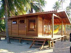 A casa na praia também pode ser de madeira, e é ótima para quem quer fugir dos problemas de corrosão por conta da maresia.