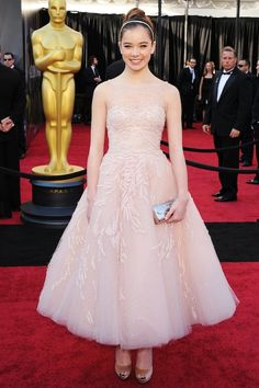 Hailee Steinfeld 2011 Oscars in @Marchesa Age appropriate and oh so chic!