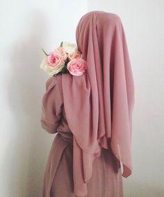 Image in flowers 🌺 🌸 collection by princess on We Heart It Stylish Hijab, Modest Fashion Hijab, Muslim Fashion, Fashion Outfits, Beautiful Hijab Girl, Beautiful Muslim Women, Arab Girls Hijab, Muslim Girls, Hijabi Girl