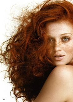 """Everyone loves redheads with perfectly defined curls. You commonly hear, """"Look at that curly red hair! How beautiful!"""" But, all naturally curly redheads know we don't wake up with perfect bouncy curls. It takes time! Not to mention, natural curls are frizz prone and takes a lot of effort to style. Some prefer to"""