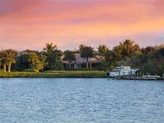 RIVERFRONT HOMES VERO BEACH FLORIDA WITH DOCKS