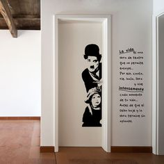 vinilo decorativo de Charles Chaplin en la película El Chico.