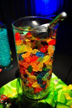 (for WED PM awards dinner)Rummie bears? 80s Birthday Parties, Neon Birthday, Hippie Birthday, Glow Party, Disco Party, Party Deco, Hippie Party, Party Fiesta, 80s Theme