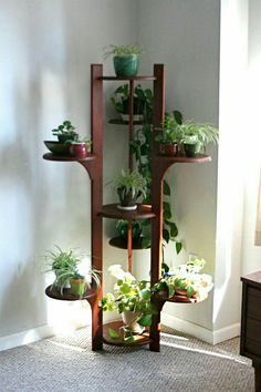 What is a plant stand? Plant stand is an ornamental element that helps you display your interior or outdoor plants on a beautiful platform. Plants stands come in a range of sizes, forms, . Read Best Plant Stand Ideas for Your Own Forest Mid Century Modern Bedroom, Mid Century Modern Furniture, Bedroom Modern, Trendy Bedroom, Herb Garden Design, Garden Ideas, Decoration Plante, House Plants Decor, Diy Plant Stand