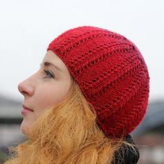 """Raudona kepurė """"Bruknė"""""""