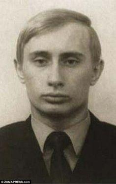 Путин изображен в 1972 году за три года до окончания юридической степени