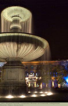 Brunnen vor Universität, Ludwigstrasse, München, Bayern, Deutschland