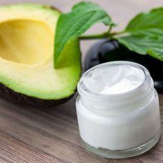 Gesichtscreme mit Avocado selber machen - sie schützt und regeneriert die Haut