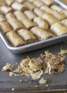 A quick recipe for Easy Baklava Rolls. I used phyllo dough. Food Network Recipes, Real Food Recipes, Food Processor Recipes, Dessert Recipes, Yummy Food, Chilean Recipes, Lebanese Recipes, Chilean Food, Baklava Roll Recipe