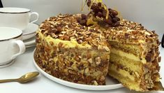 vanilla and praline layer sponge cake (krokankake) Cake Flavors, Different Recipes, Pavlova, Let Them Eat Cake, I Love Food, Cake Cookies, Yummy Cakes, Cake Recipes, Bakery