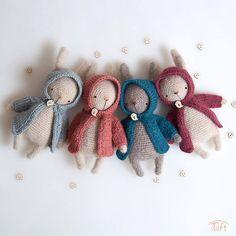 Dieser Artikel ist nicht verfügbar Gasoline is an artist-crocheted rabbit. It is approximately 8 inches with ears. Petrol was crocheted with pure alpaca yarn. He has black eyes. Bunny Crochet, Crochet Mignon, Cute Crochet, Crochet Animals, Animal Knitting Patterns, Crochet Patterns Amigurumi, Amigurumi Doll, Knitted Dolls, Crochet Dolls