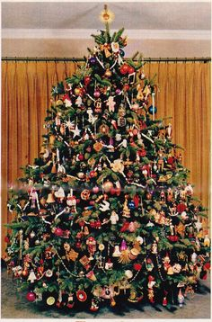 "Family Circle's ""Most Beautiful Christmas Tree"" of 30 years ago Beautiful Christmas Trees, Noel Christmas, Holiday Tree, Christmas Images, Christmas Ornaments, Vintage Christmas Trees, Xmas Trees, Christmas Ideas, Ornaments"