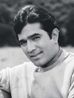 Rajesh Khanna was very alone despite success, he was seen crying alone during midnight! Bollywood Quotes, Bollywood Pictures, Bollywood Actors, Bollywood News, Old Film Stars, Movie Stars, 90s Hit Songs, Human Sketch, Shashi Kapoor