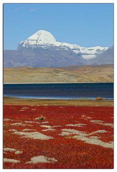 Sacred Lake Mapham Yumtso . Tibet