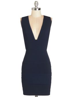 Tonight is Young Dress. As you step onto the dance floor, you revel in the navy hue and sleek seams of this textured, bodycon dress! #blue #modcloth