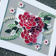 Cadre de 30x40cm thème couleur rouge et gris (réalisation papier en quilling, 5 jours de travail) #quilling#quillingart#quillingartist#paper#paperart#paperartist#art#artiste#handmade#crafthand#craftpaper#wallart#decoration#cadre#toile#tableau#madeinfrance#instagram#bretagne#breizh#morbihan#france#lestoilesdelili#faitmain