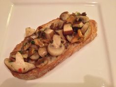 Crostini with mushrooms Bruschetta, Bread Recipes, Baked Potato, French Toast, Sandwiches, Stuffed Mushrooms, Brunch, Potatoes, Breakfast