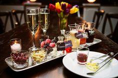 21 creative, money-saving ideas for your destination wedding drinks (DIY prosecco bar!)