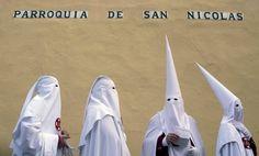 Durante la Settimana Santa, la Spagna commemora la Passione di Cristo e della…