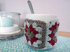 Tassenwärmer aus Granny Squares | Gelbkariert Blog