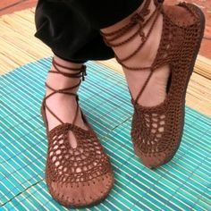 crocheted shoes by pam