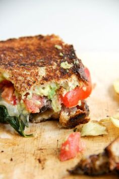 Loaded Veggie Grilled Cheese Sandwich: 2 pieces of bread of an avocado 2 slices of your favorite cheese (I used white cheddar) 2 large tomato slices 1 small onion 1 large handful of fresh spinach 1 medium portobello mushroom Vegetarian Recipes, Cooking Recipes, Healthy Recipes, Cheap Healthy Snacks, Keto Recipes, Clean Eating, Healthy Eating, Grilled Veggies, Grilled Cheeses