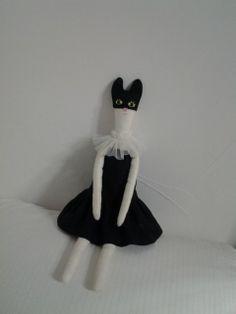 밥 먹으러 오는 검은 길고양이
