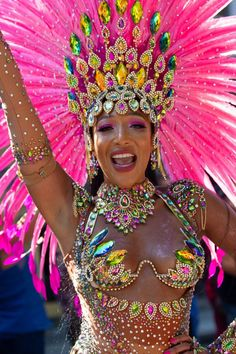 Paraiso School of Samba @ Notting Hill Carnival Europe's largest Street Festival on the August Bank Holiday - Creative Commons<br> Carribean Carnival Costumes, Trinidad Carnival, Caribbean Carnival, Brazil Carnival Costume, Brazilian Carnival Costumes, Carnival Fashion, Carnival Girl, Carnival Outfits, Carnival Dancers
