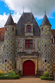 Château de Saint-Germain-de-Livet. Calvados. Normandie Unique Buildings, Beautiful Buildings, Beautiful Castles, Beautiful Places, Monuments, Normandy France, Provence France, Palaces, French Castles