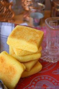 Après la recette du Mbesses frit au miel, voici une autre variante de gâteau de semoule plus light puisque le Mbesses n'est pas fritdans…