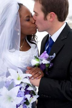 I love mix races kisses.Let's mix races, culture, love. Interracial Marriage, Interracial Wedding, Beautiful Love, Beautiful Couple, Funny Wedding Photos, Vintage Wedding Photos, Vintage Weddings, Lace Weddings, Dating Black Women