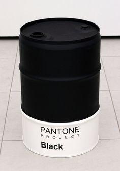 It's black. Pantone, Diy Furniture, Furniture Design, Garage Furniture, Oil Barrel, Parfum Chanel, Steel Barrel, Oil Drum, Steel Drum