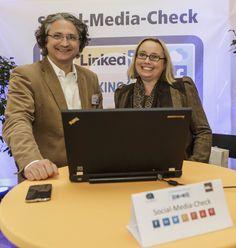 Michael Kohlfürst und Andrea Starzer am Promomasters Stand - Social Media Quick Check für Bewerber/innen am #Karriereforum Linz 2014 http://www.karriereforum.eu/karriereforum-linz/