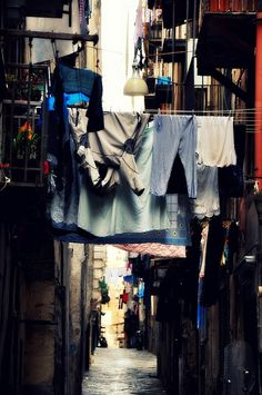 Drying laundry in Naples ..... Panni stesi a Napoli...