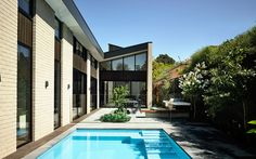 The Eaglemont House by InForm caught my attention due to the fact that the house doesn't look brand new. It has some feeling of mid century or 80's