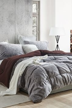 This thick extra long Twin bedding essential is the perfect addition to your college dorm bedding decor. This luxury Twin XL comforter has an unbelievably comfy appearance, which will create the perfect relaxing vibe for your college dorm aesthetic. And since this Twin XL bedding is a stylish neutral brown color and includes one (1) matching brown college pillow sham, it will also create a cohesive look with your other dorm furniture and college decor.